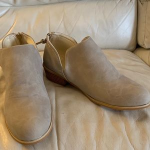 Women's booties/boots.